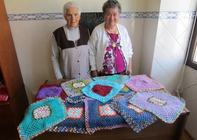 Participação na ideia tricotar dá mais para a confeção da maior manta do mundo
